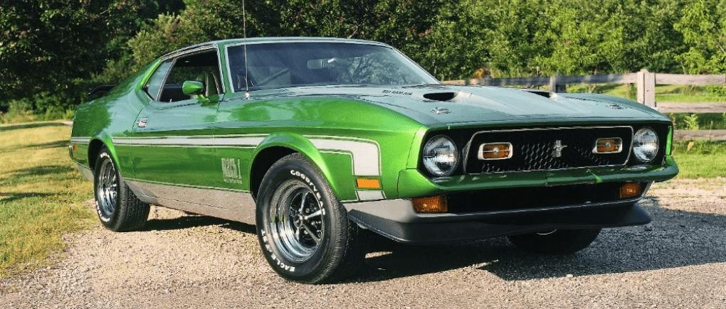 Auto clásico color verde