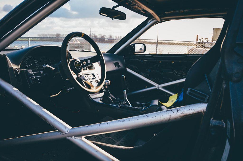 Auto por dentro con seguro