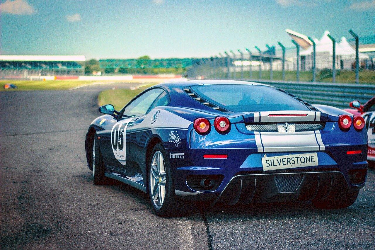 Auto deportivo color azul