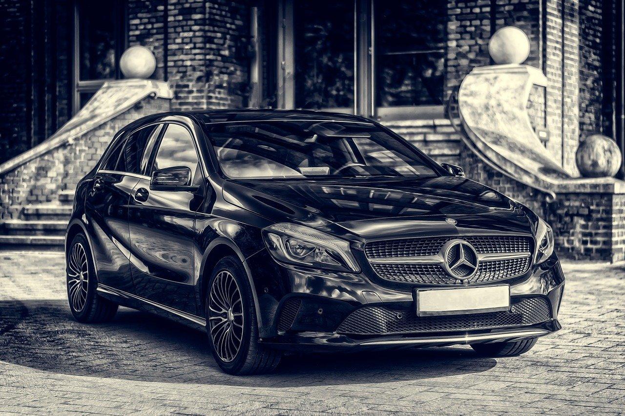 Mercedes auto color negro